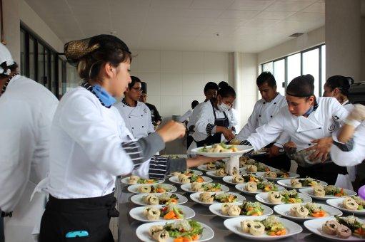 Laboratorio de Cocina Caliente en el Instituto Tecnológico Particular Leona Vicario